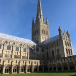 Famosa catedral construída no século XI, possui 140m de altura.