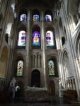Lado norte do transepto. O transepto foi construído para auxiliar a sustentar a grande pressão exercida pela torre da catedral, a mais alta de um prédio normando na Inglaterra.