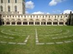 Labirinto e, ao fundo, a catedral.