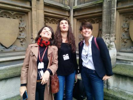 Eu, Alice e Clara olhando para o Big Ben na saída de Westminster